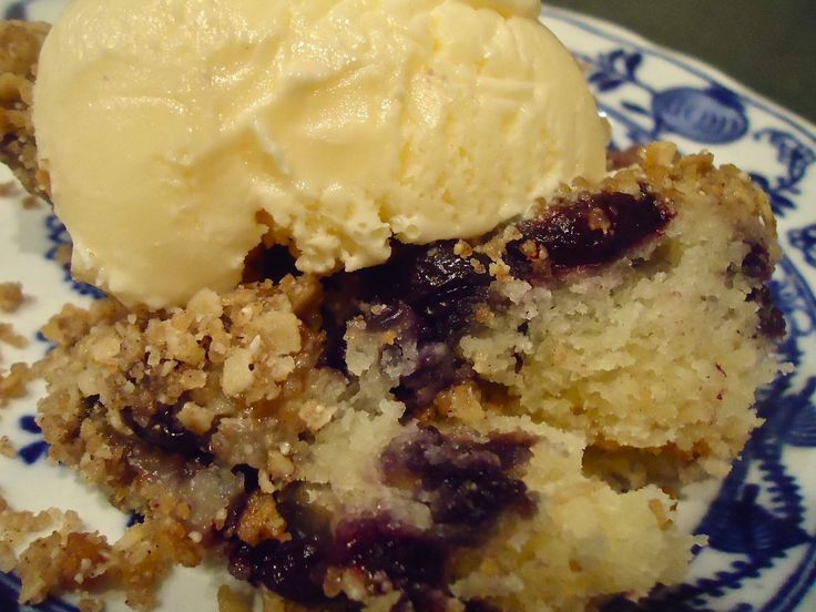 blueberry streusel cobbler (with vanilla ice cream)