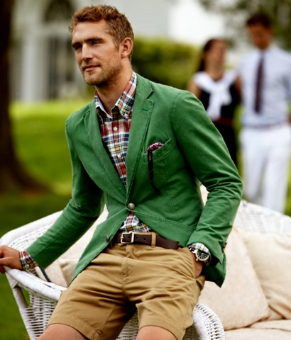 street style: emerald green jacket beige shorts and plaid shirt, menswear