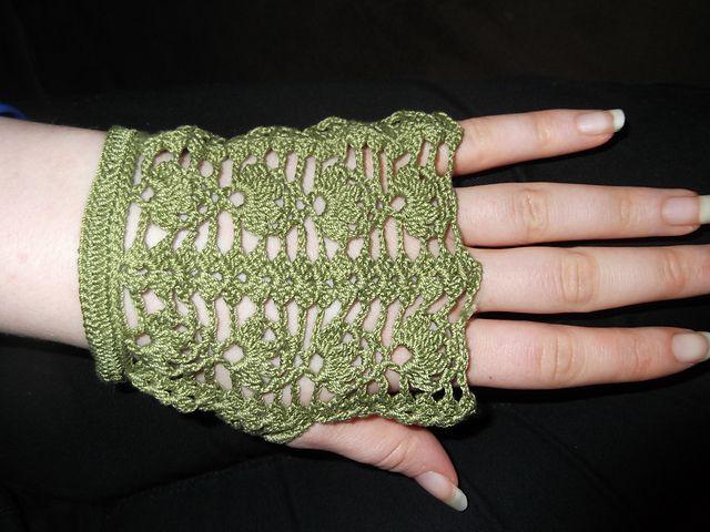 Free Crochet Patterns Lace Gloves : Lace Crochet Fingerless Gloves Crochet & Knitting ...