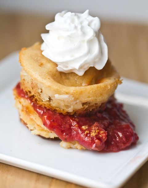 Summer Dessert: Strawberries and Cream Cheesecake Bites!