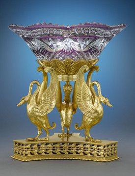 Лучшие бронзовые Колыбели золоченой бронзы великолепный Баккара хрустальные чаши в этой очаровательной Наполеона III периода выступающей части.  Отражая имперского ампира первого императора Наполеона.  Около 1870