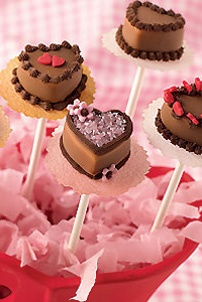 Cute little mini valentines cakes! <3 FOLLOW ME FOR MORE VALENTINE IDEAS <3