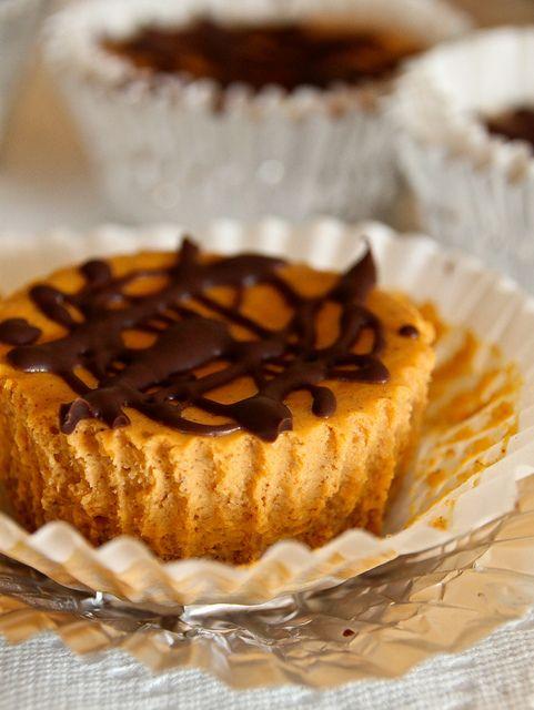 mini pumpkin spice cheesecakes with cinnamon graham cracker crust ...
