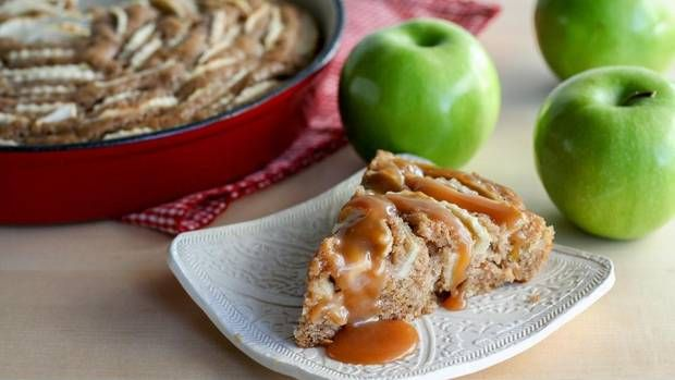 Apple Skillet Cake with Caramel Sauce | Delicious | Pinterest