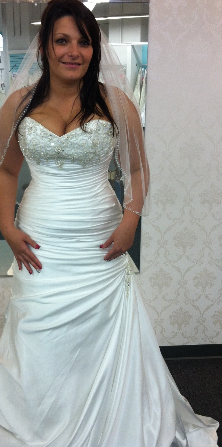 Pin by jessica lee sousa on wedding dresses pinterest for Wedding dress cleavage