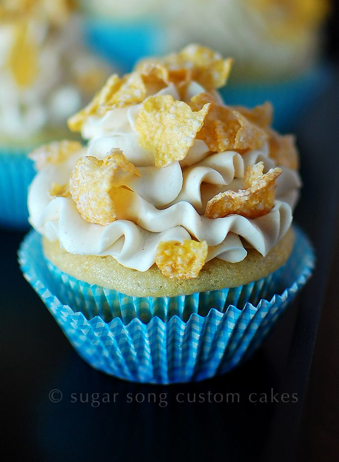 vegan breakfast: banana cupcake with frosted flakes #VeganRecipes # ...