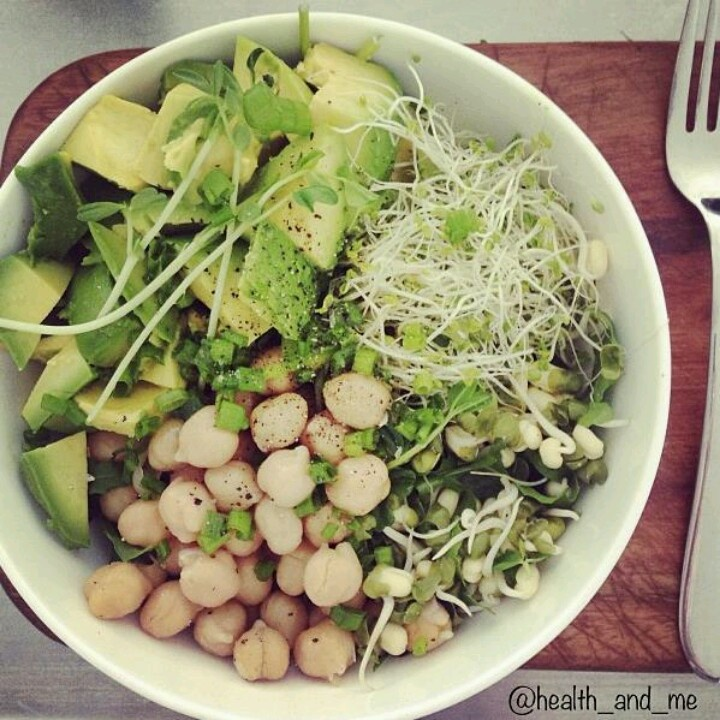 Detox salad: avocado, chickpeas, sprouts, and parsley.