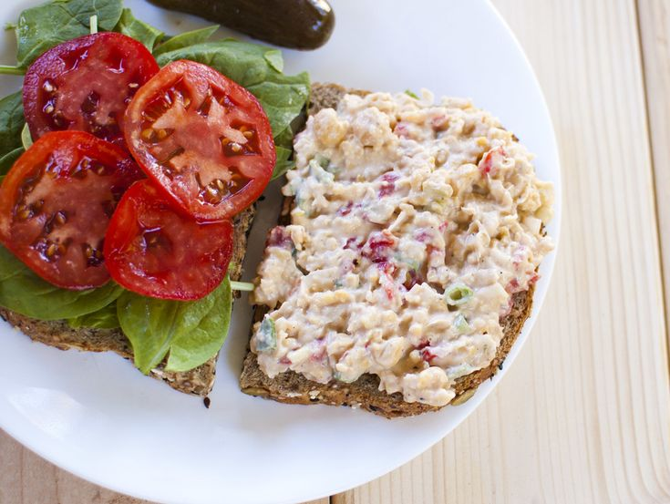 roasted red pepper chickpea sandwiches | Samwich, raps, burgurs | Pin ...