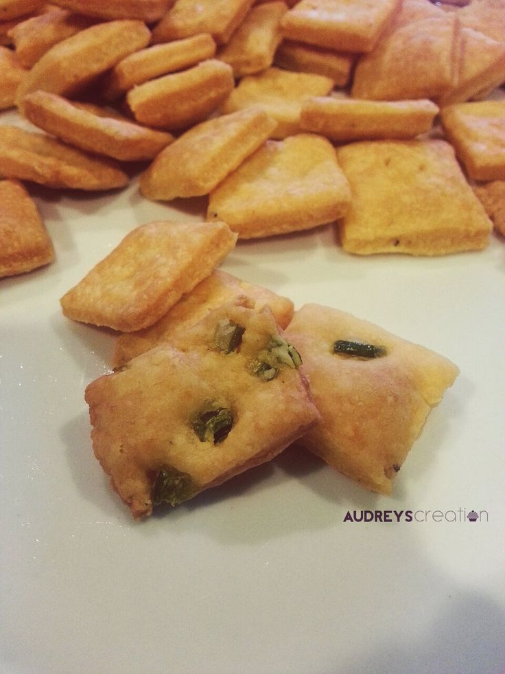Jalapeno Cheddar Crackers : super easy baked crackers