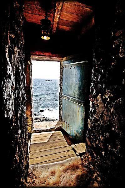 The door of no return on goree island for Door of no return