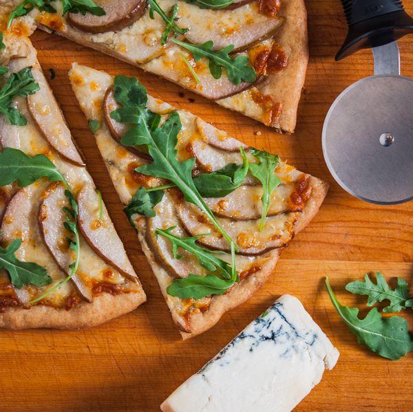 Pear and Gorgonzola Pizza (Use pita, pear, goat cheese, arugula)