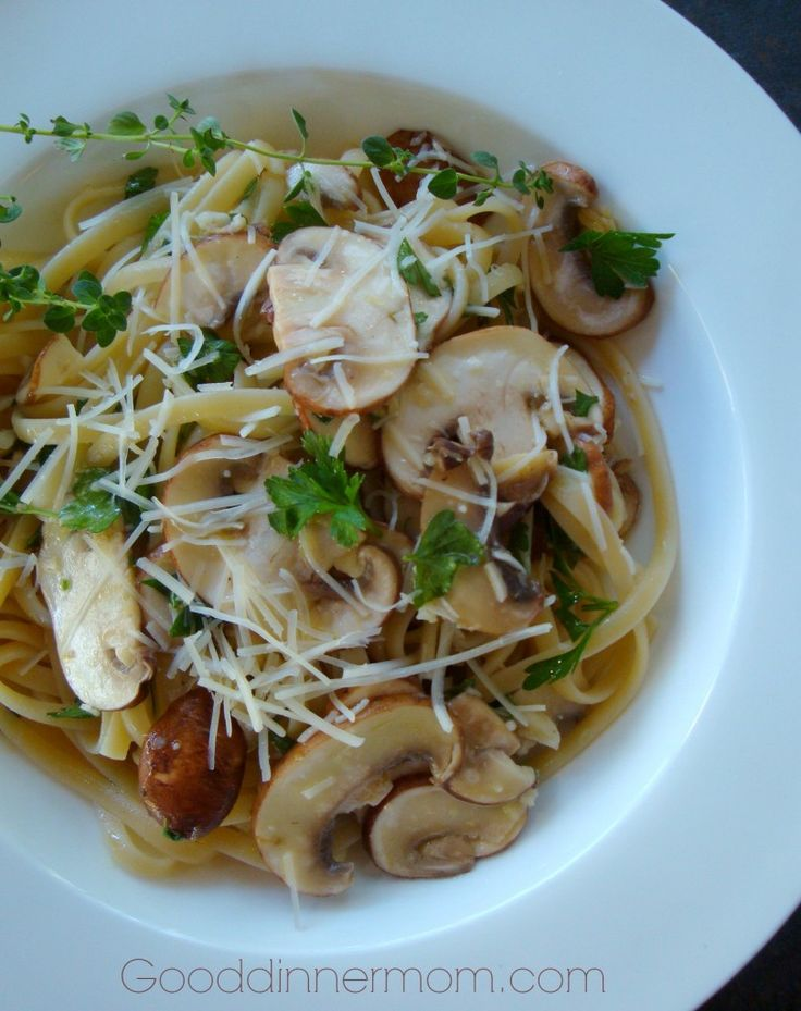 Mushroom Linguine with Lemon, Garlic and Thyme - Good Dinner Mom