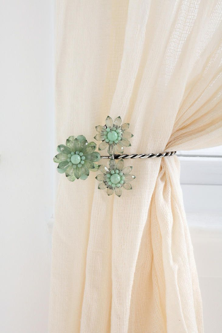 Triple Beaded Flower Curtain Tie-Back