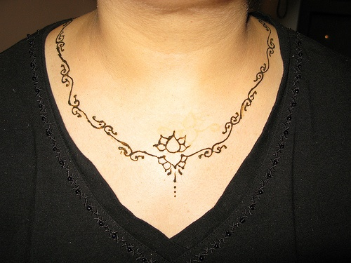 Who says henna art is just for hands or feet? Rock a henna necklace.