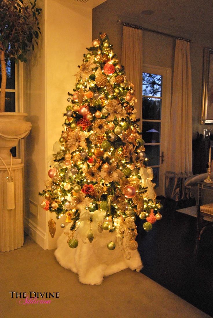 Christmas decorations in lisa vanderpump s home for Home decor christmas decorations