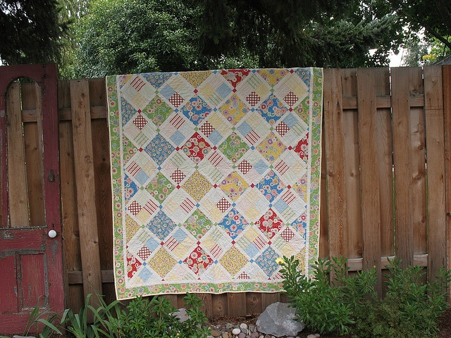 Friends & Flowers Quilt by aliciajoy, via Flickr