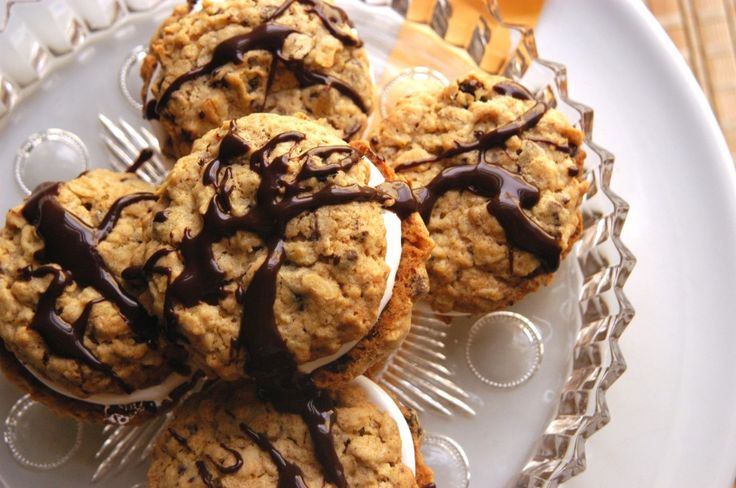Chocolate Oatmeal Moon Pies | Midnight Indulgence | Pinterest