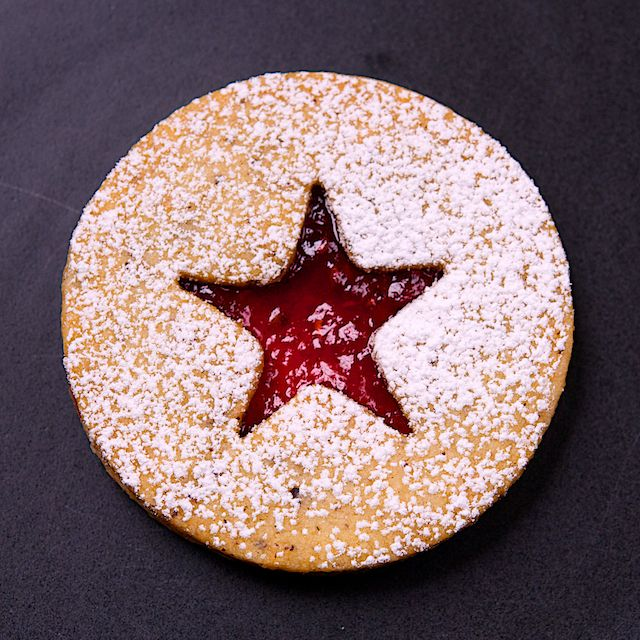 Raspberry Linzer Cookies | Christmas Cookies | Pinterest