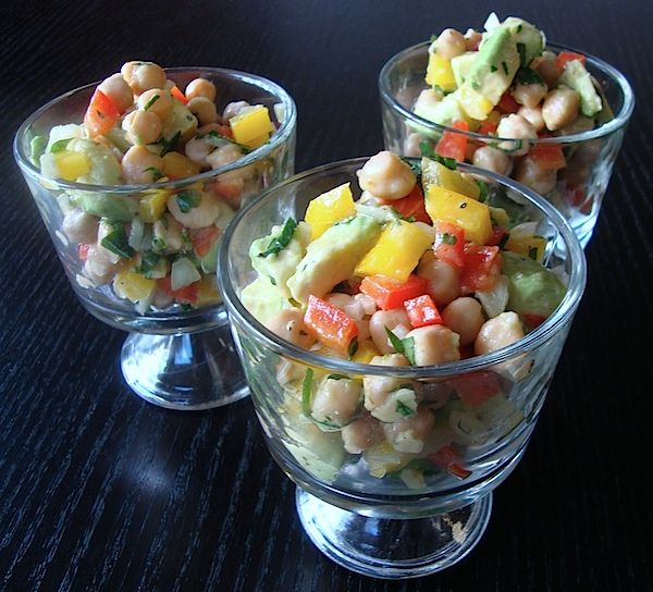 Garbanzo, Avocado, and Pepper Salad! Chopped salads are delicious! Don ...