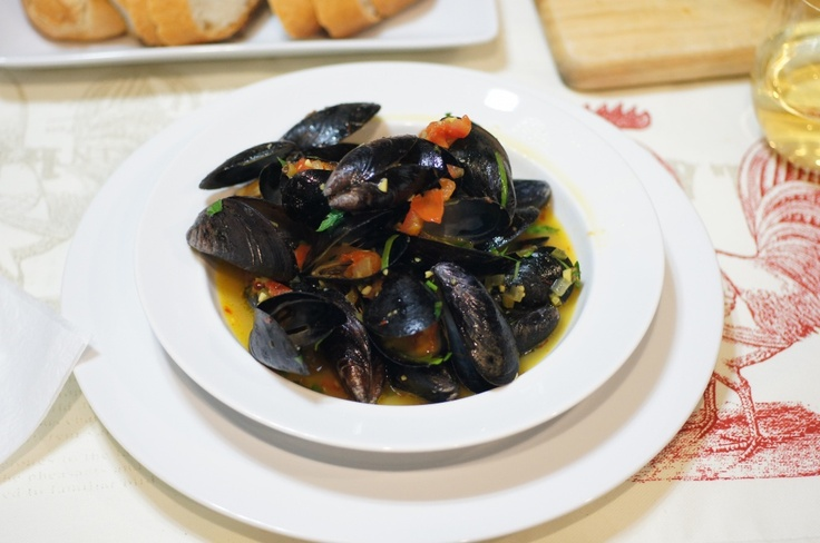 Classic Mussels w/ tomatoes saffron and white wine