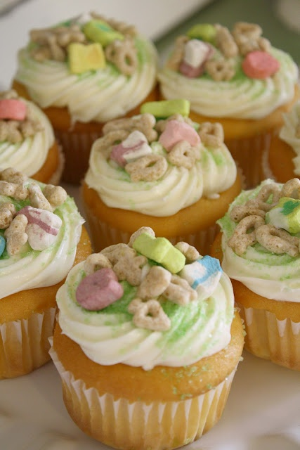 Lucky Charm Cupcakes | Yum | Pinterest