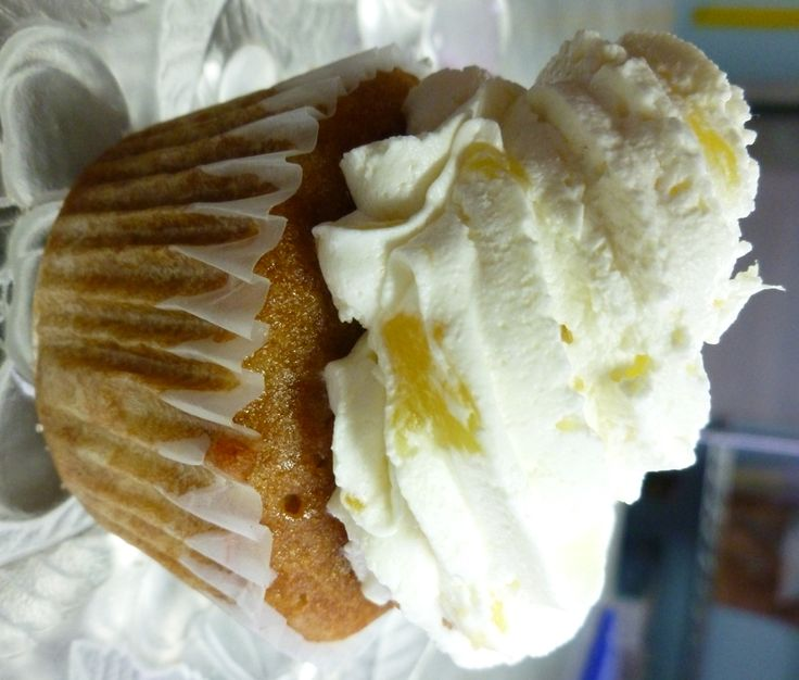 PINEAPPLE BLISS is a warm cupcake with pineapple mousse.