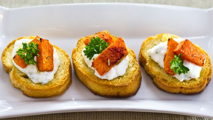 Roasted Pumpkin & Ricotta Crostini | Recipes to try | Pinterest