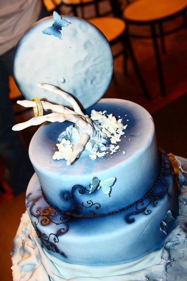 Airbrush Cake Decorating Designs : Halloween airbrush cake Darcy s favourites Pinterest