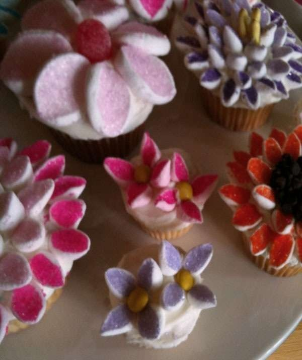 How to make Marshmallow Flower Cupcakes Crazy for ...
