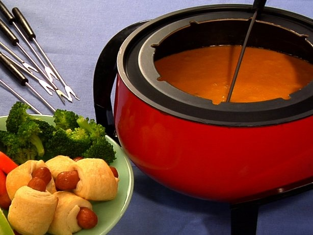 Aged Cheddar and Stout Fondue!!! cheddar + beer = yumminess!