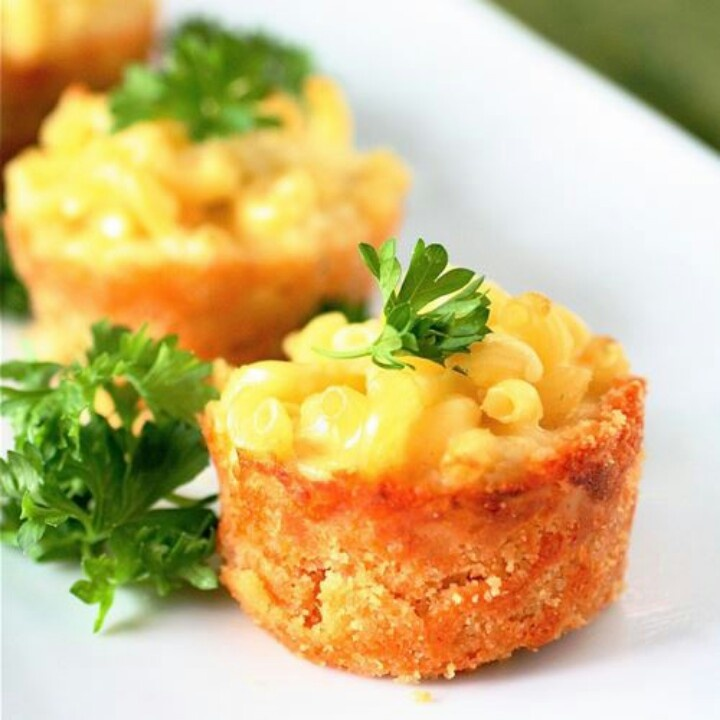 Mac & cheese pies with Cheez-It crust! | Yummy Food | Pinterest