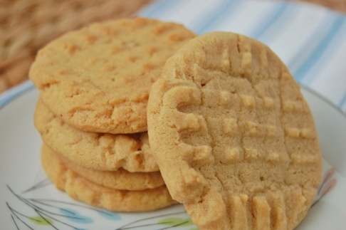 Classic Peanut Butter Cookies | Cookies,Cakes,Muffins,Donuts! | Pinte ...