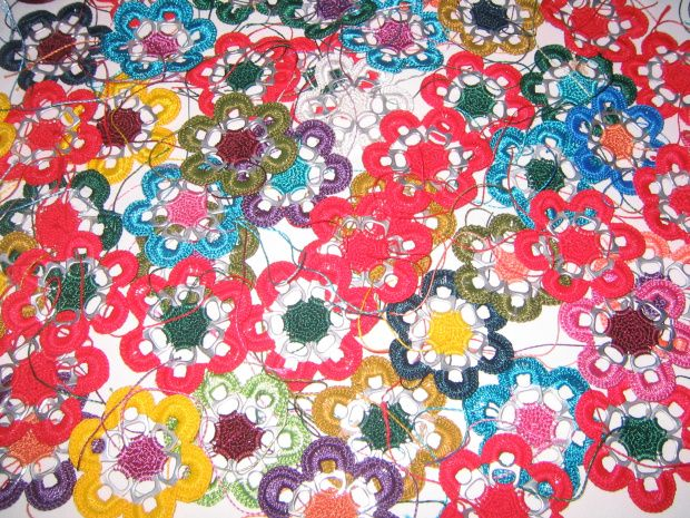 Crocheting With Pop Tabs : soda pull tab flowers (crochet)