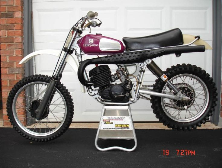 Classic Husky MXer fitted with twin Fox Airshox
