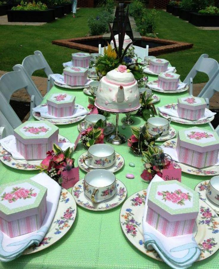 A beautiful table setting pink green pinterest for Party table setting