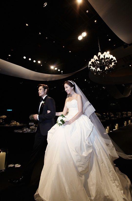 lee-min-jung-wedding-dressLee Min Jung Wedding