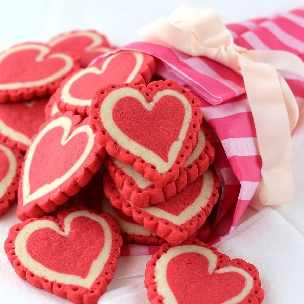 red valentine cookies