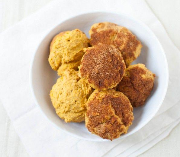 pumpkin doughnut muffins - http://www.jellypin.com/pumpkin-doughnut ...