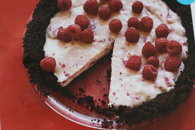 No-Bake Chocolate Raspberry Cream Pie | sweet tooth- pie/crumble | Pi ...