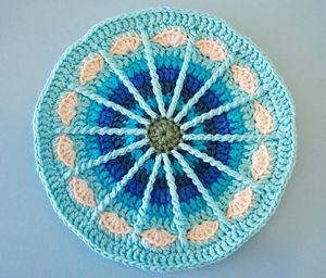 Spoke Mandala - Free #Mandala #Crochet Pattern Roundup http://www.mooglyblog.com/free-mandala-crochet-patterns/