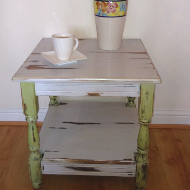 Gorgeous shabby chic end table.