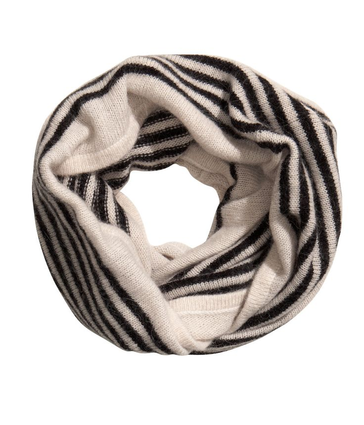 Fine-knit tube scarf in a soft angora blend. Black/White | HM