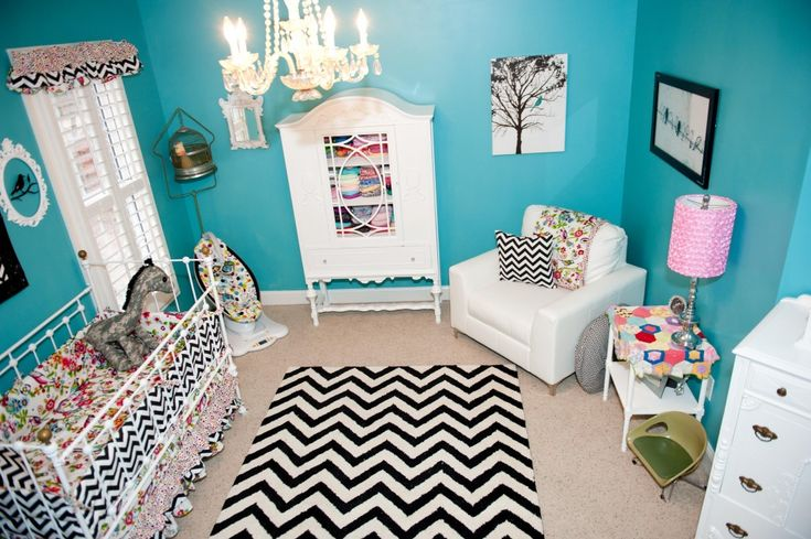 This #chevron rugs packs a punch in this bold turquoise nursery. #nurserydecor
