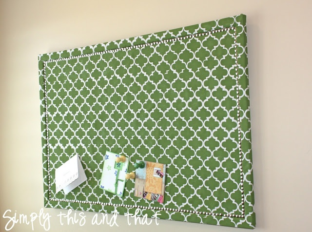 Diy fabric covered cork board well that 39 s just nifty for Diy fabric bulletin board ideas