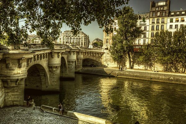 パリのセーヌ河岸の画像 p1_21