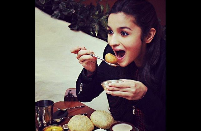 When foodie Alia Bhatt acted as a child artist in 'Sangharsh' (VIEW IN ...