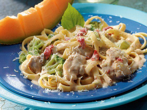 Slow Cooker Easy Chicken Alfredo: Enjoy easy Italian-style dinner ...