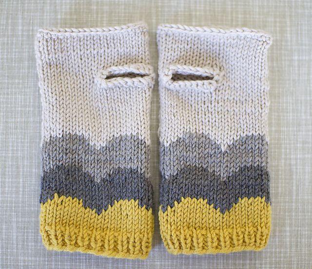 Ravelry: Abra Alba wrist warmers pattern by Matilde Skår