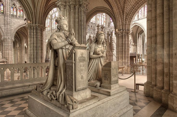 Funerary monument to King Louis XVI and Queen Marie Antoinette, sculptures by Edme Gaulle and Pierre Petitot in the Basilica of St Denis