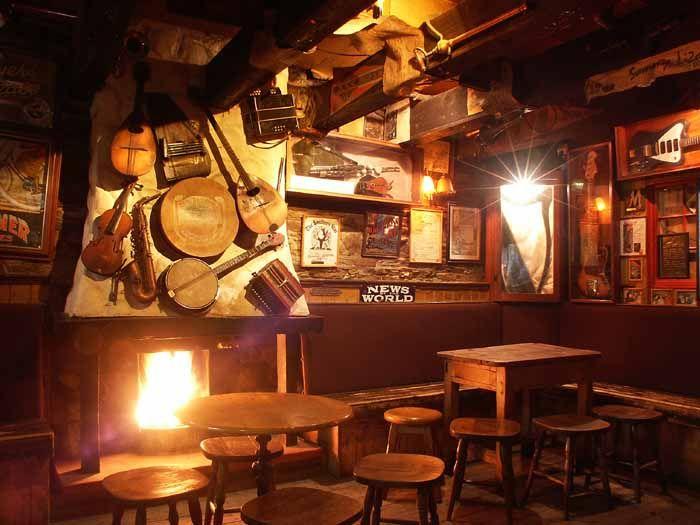 Irish pub bric a brac music decor irish pub interiors for Irish pub decorations home
